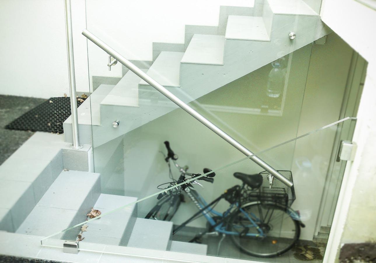 Balustrade vitrée avec main courante en inox