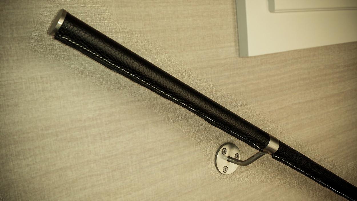 Main courante en inox revêtue de cuir