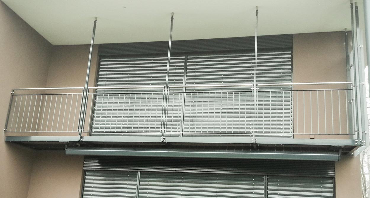Main courante et balustrade baciu constructions m talliques - Balcon metallique suspendu ...