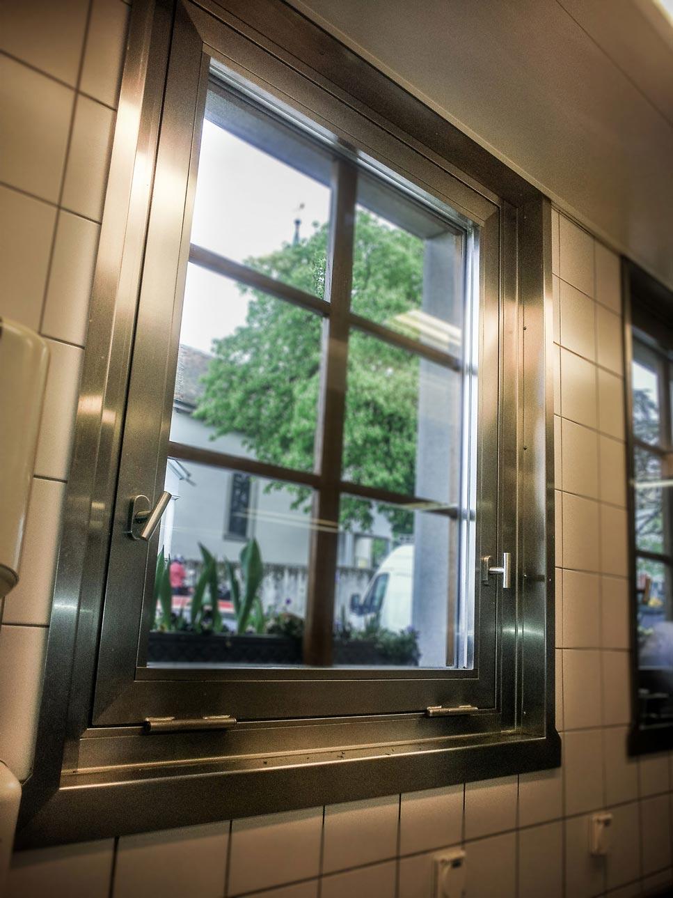 Fenêtre en inox et vitrage isolant