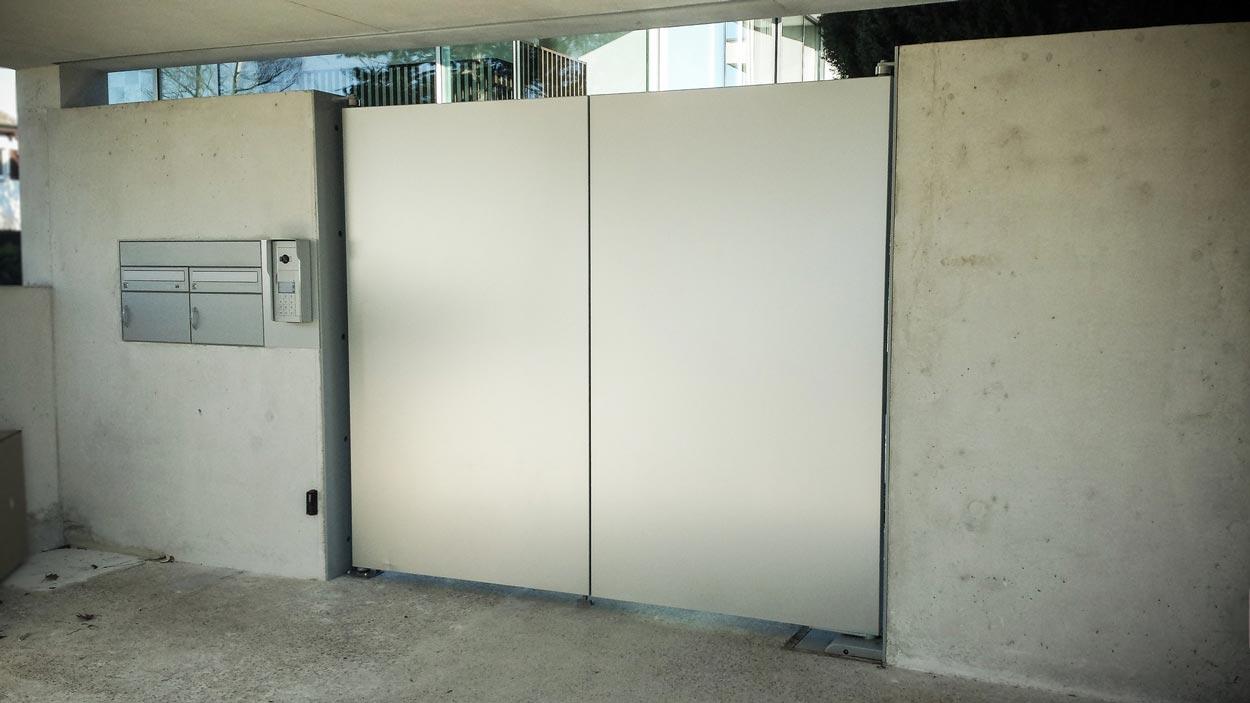 Portail et porte baciu constructions m talliques verre aluminium fer for Portail en aluminium motorise