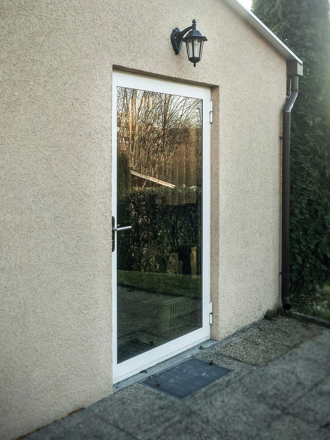 Porte avec vitrage isolant