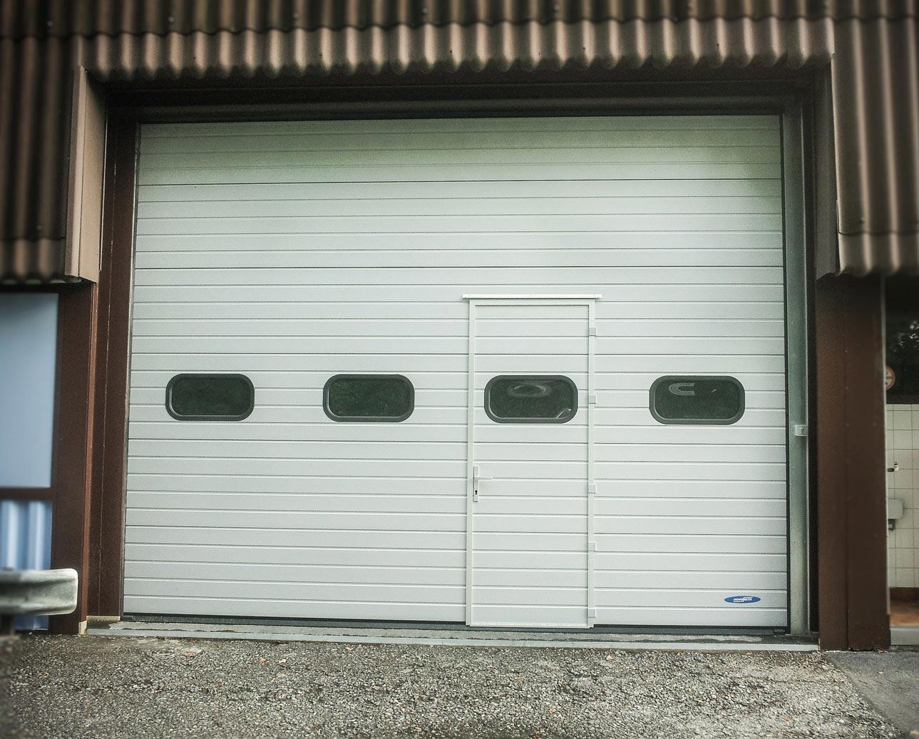 Porte industrielle motorisée
